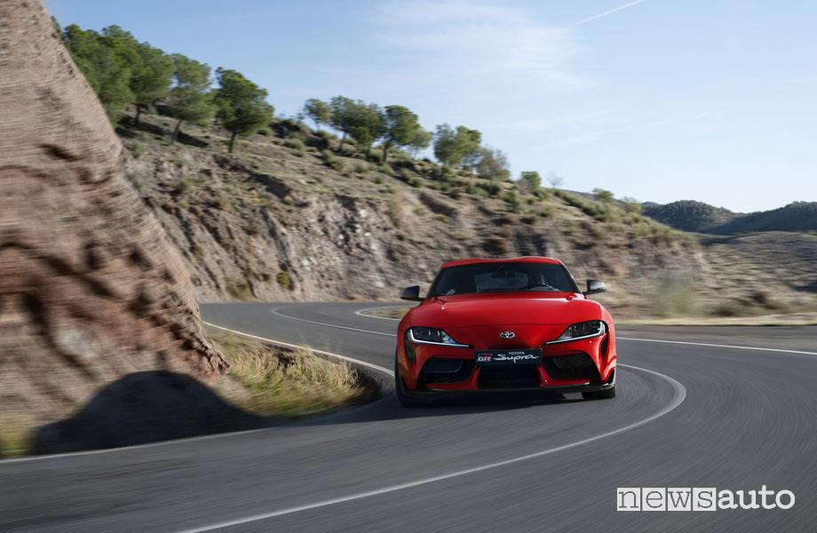 Nuova Toyota Supra rossa 2019, vista frontale