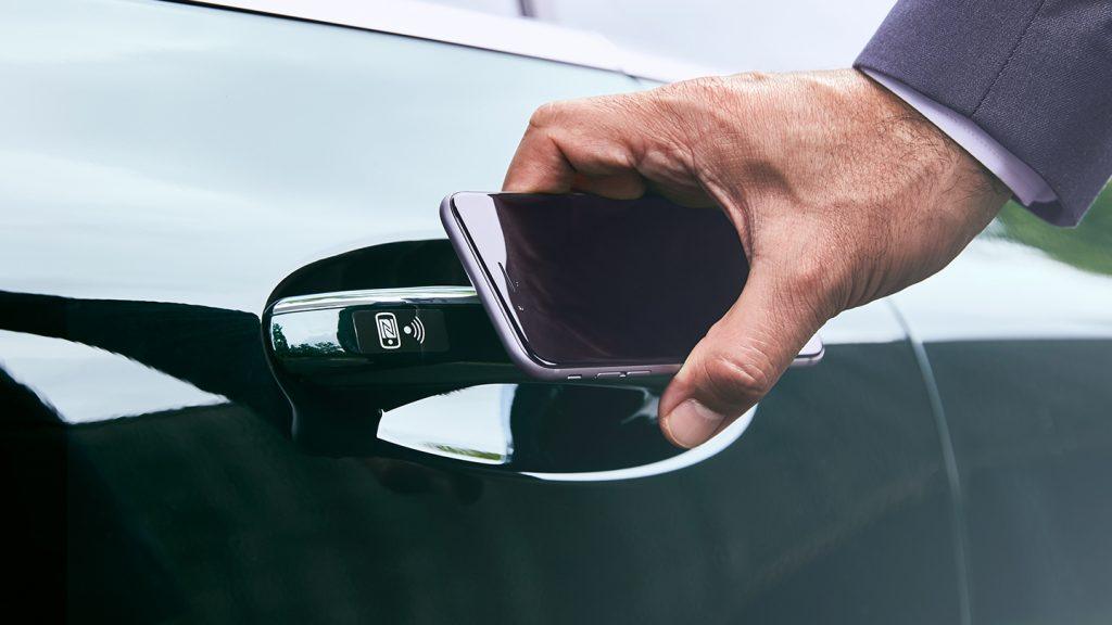Chiave digitale smartphone apre auto