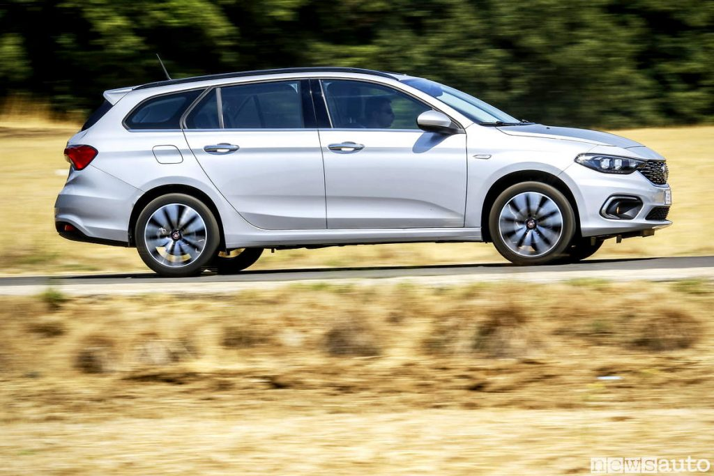 Fiat Tipo station wagon panning laterale 2