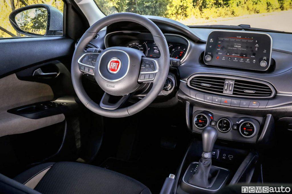 Auto diesel più vendute in italia Fiat Tipo Abitacolo volante e plancia