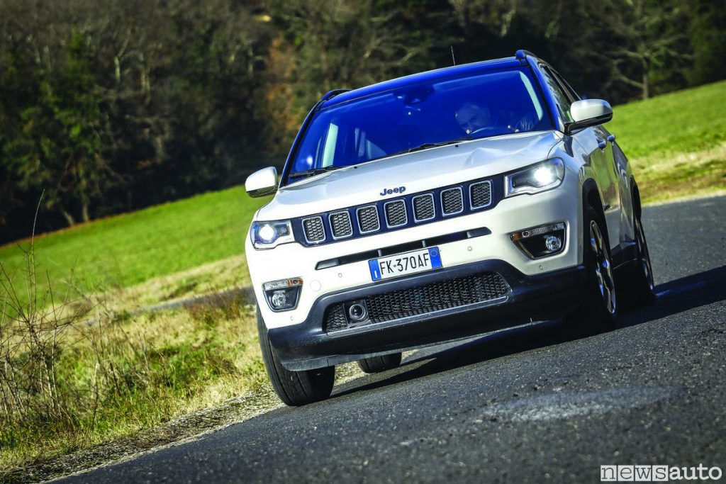 Jeep_compass_limited_2019 front in curva inserimento