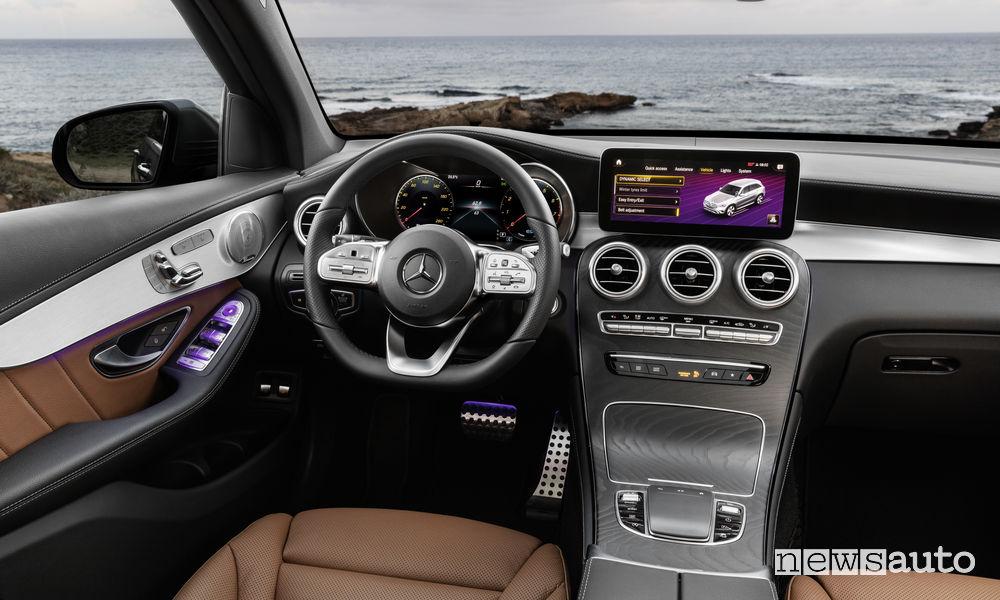 Mercedes-Benz GLC 2019, plancia strumenti