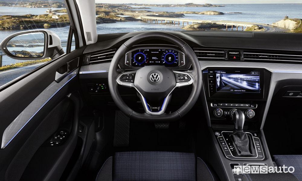 Nuova Volkswagen Passat GTE Variant, plancia strumenti