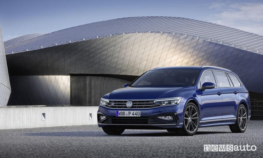 Nuova Volkswagen Passat R-Line Variant, vista di profilo