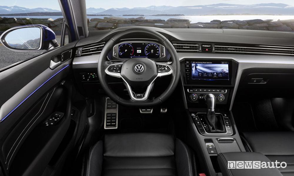 Nuova Volkswagen Passat R-Line Variant, plancia strumenti