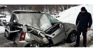 Auto schiacciata Suzuki Jimny dal masso caduto