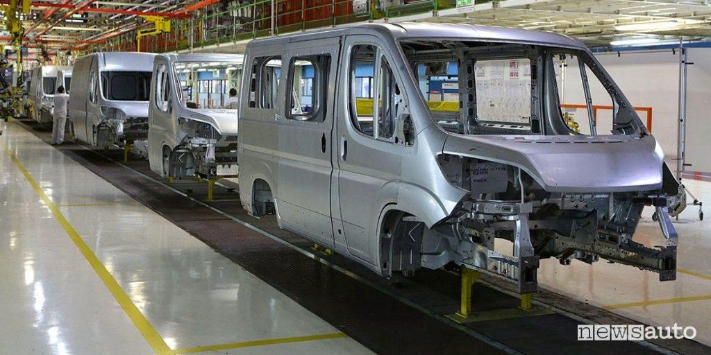 Veicoli commerciali, accordo FCA e PSA Line di montaggio fabbrica del Fiat Ducato