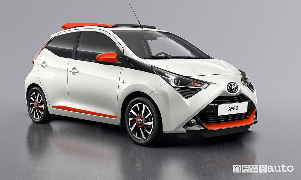Toyota Aygo x-wave, vista di profilo