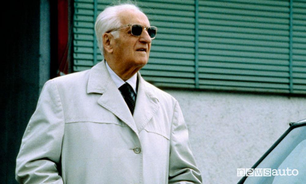 """Il """"commendatore"""", Enzo Ferrari con i suoi immancabili occhiali neri"""