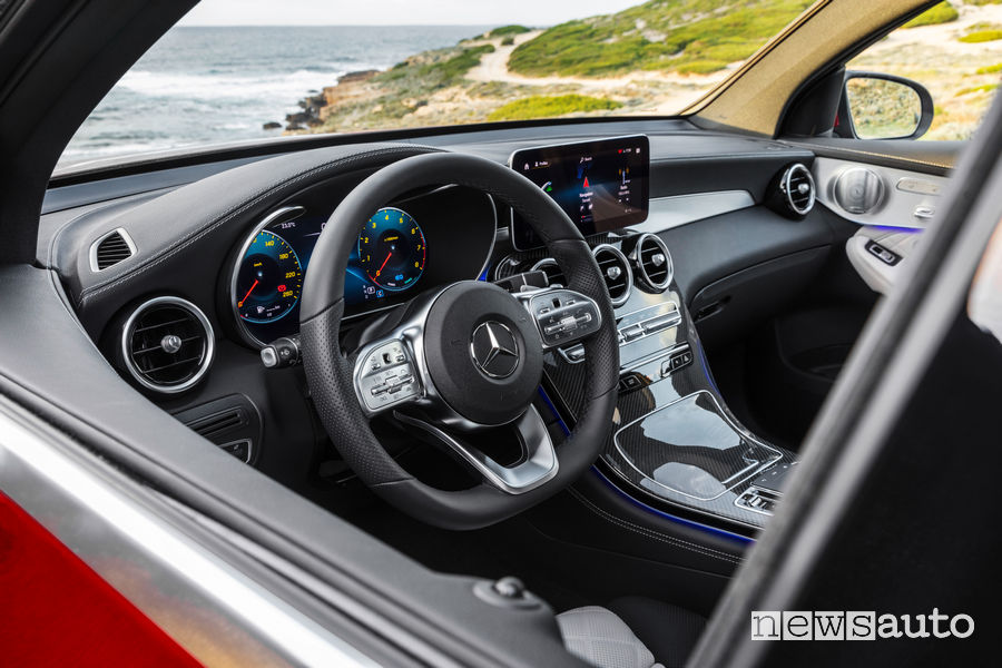 Mercedes-Benz GLC Coupé AMG Line 2019, abitacolo