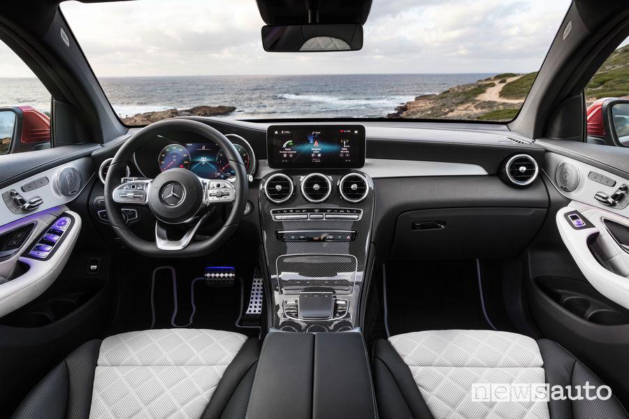 Mercedes-Benz GLC Coupé AMG Line 2019, plancia strumenti