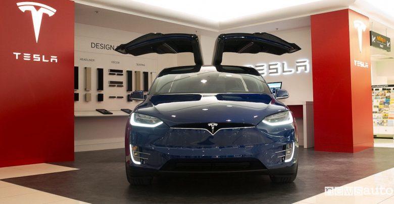Auto elettriche Tesla primo marchio al mondo