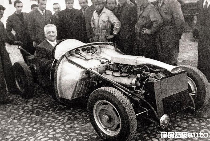Enzo Ferrari a bordo della Ferrari 125 S