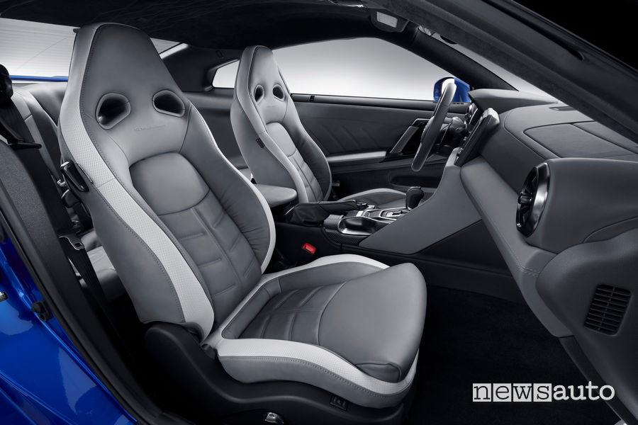 Sedili sportivi nell'abitacolo della nuova Nissan GT-R 50th Anniversary Edition 2020