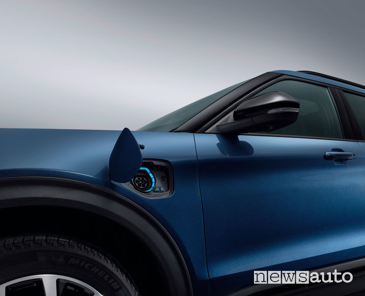 Ford Explorer Plug-In Hybrid presa di ricarica