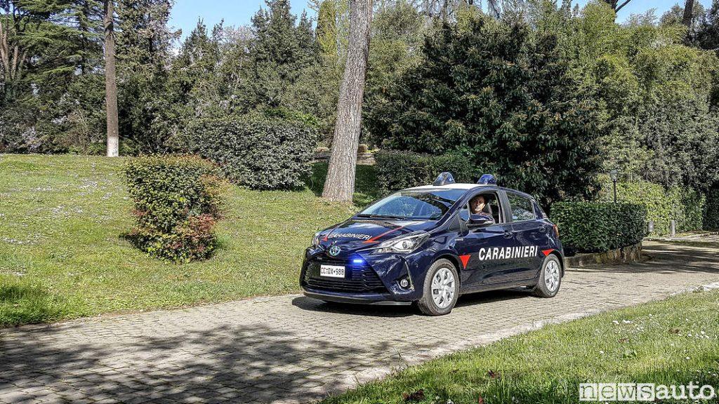 Toyota_Yaris_carabinieri colore blu esterna