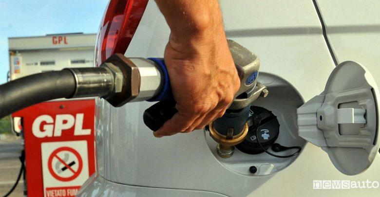 Auto ad alimentazione alternativa GPL metano