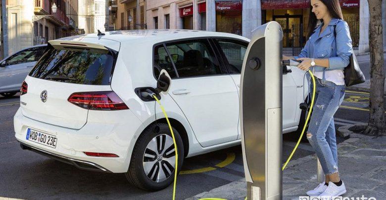 volkswagen-e-golf-ricarica Auto elettrica