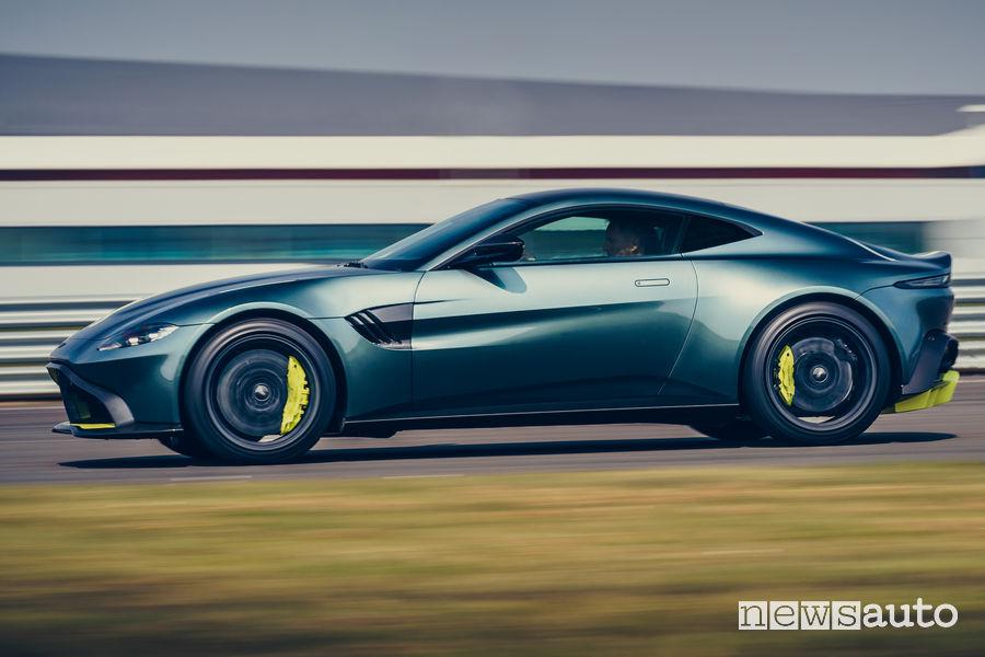 Aston Martin Vantage AMR vista laterale