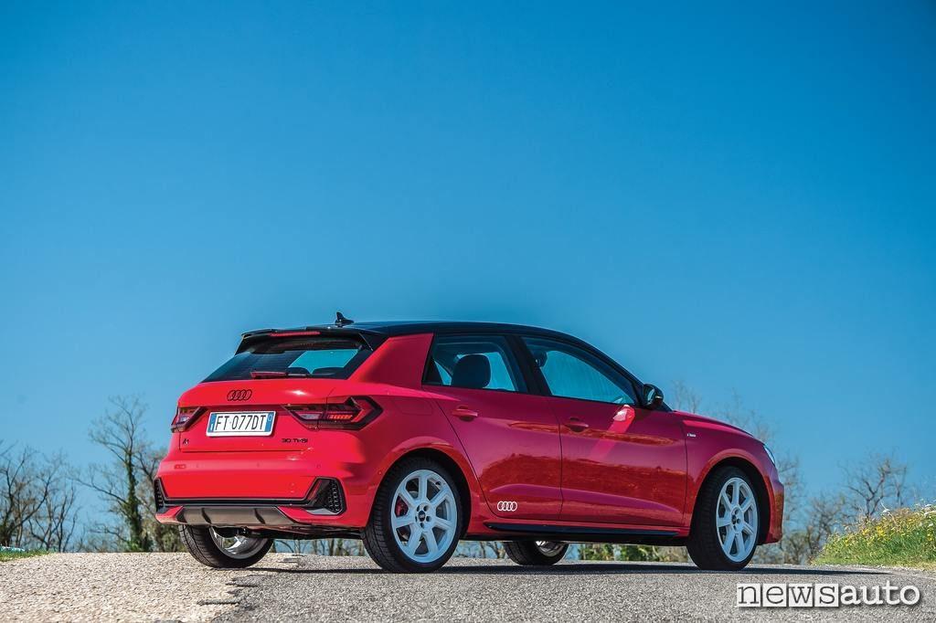 Audi A1 2019 esterni e cerchi in lega bianchi