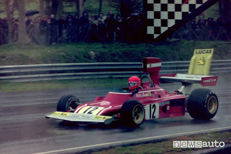Lauda nella prima stagione in Ferrari nel 1974 al volante della 312 B3-74 sul circuito di Brands Hatch
