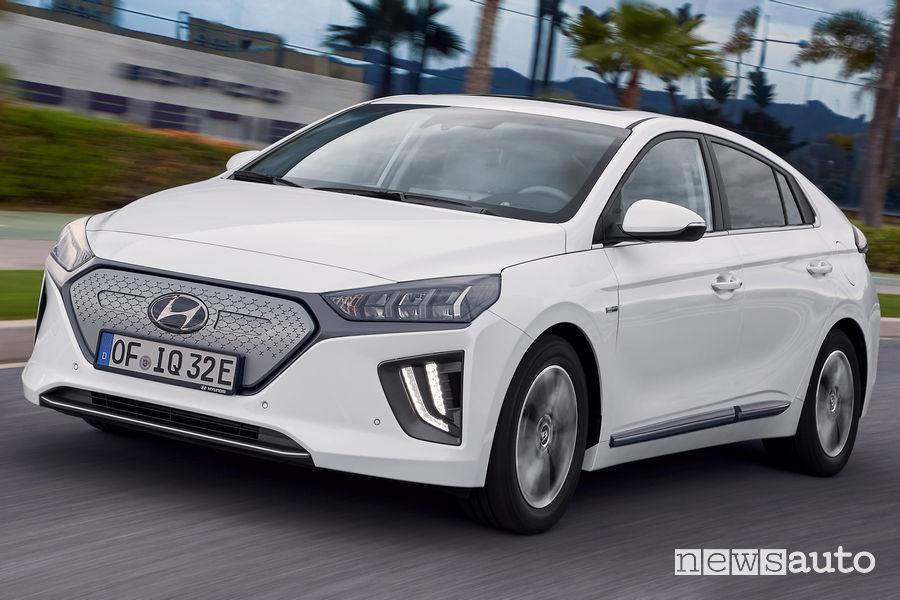 Vista di profilo Hyundai Ioniq Electric