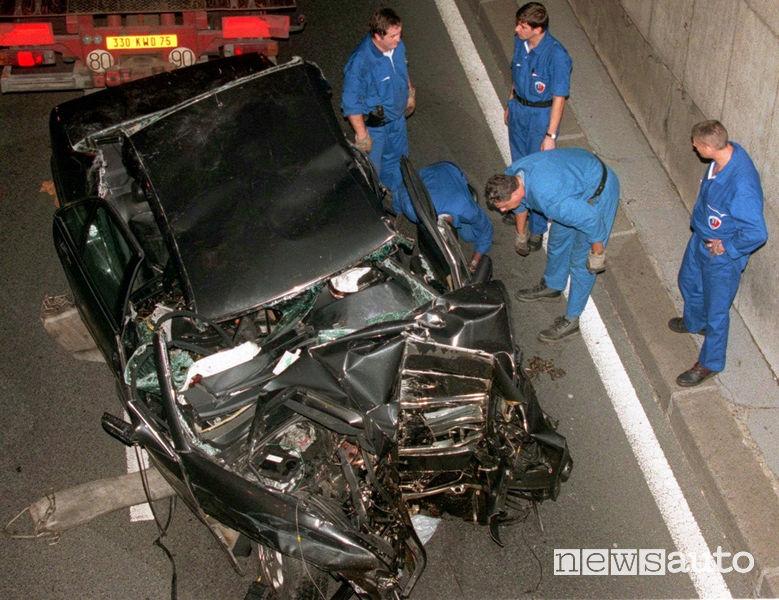 Mercedes S 280 distrutta nell'incidente mortale di Lady Diana