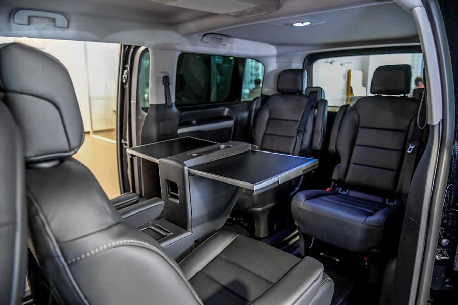Peugeot traveller sedili interno con tavolo