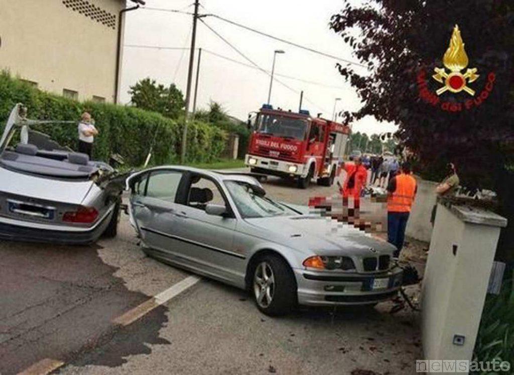 BMW si spezza in 2, incidente mortale nel Friuli contro un muro