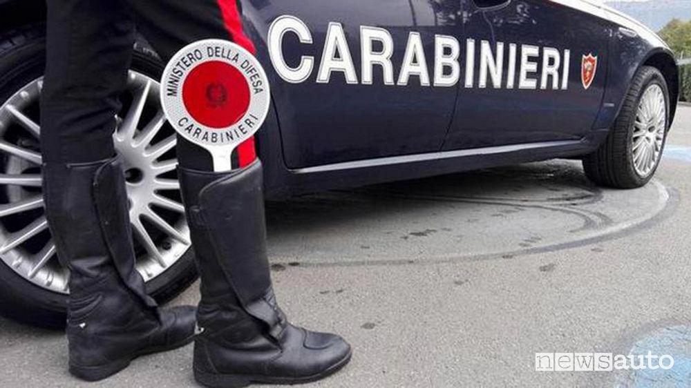 Carabinieri paletta furto pezzi ricambi rally