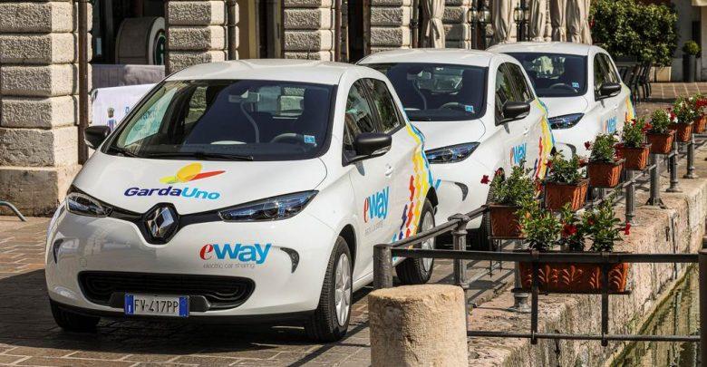Alcune Renault Zoe di E-Way car sharing elettrico a Desenzano del Garda