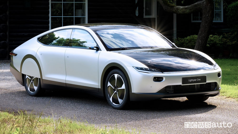 Lightyear One auto elettrica solare