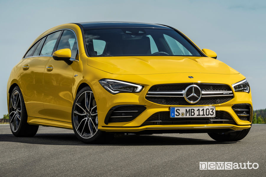 Mercedes-AMG CLA 35 4Matic Shooting Brake vista di profilo