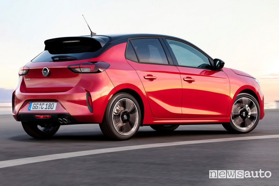 Opel Corsa 2019 vista posteriore in movimento