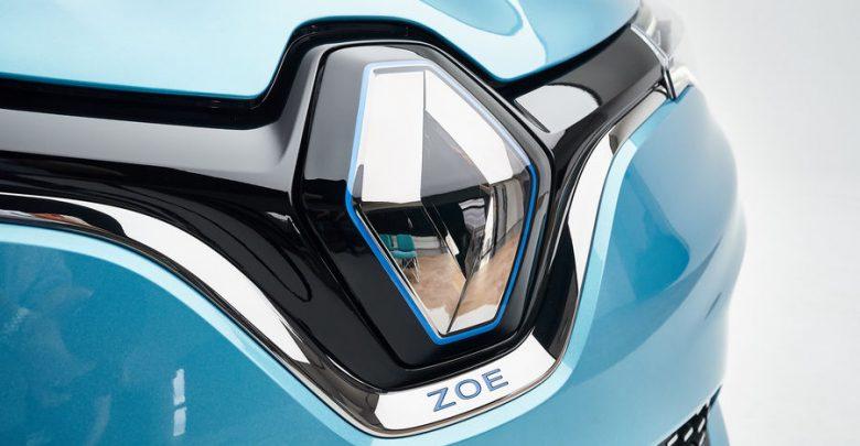 Nuova Renault Zoe losanga che nasconde la presa di ricarica