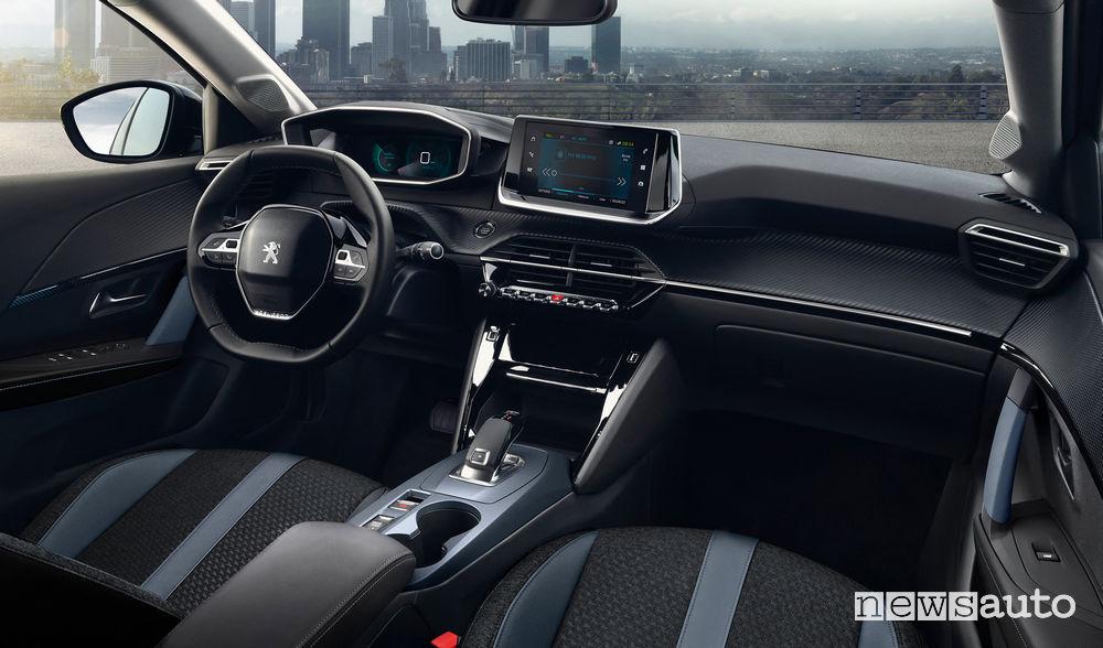 Nuova Peugeot 2008 2020 GT Line abitacolo i-Cockpit 3D con cambio automatico EAT8