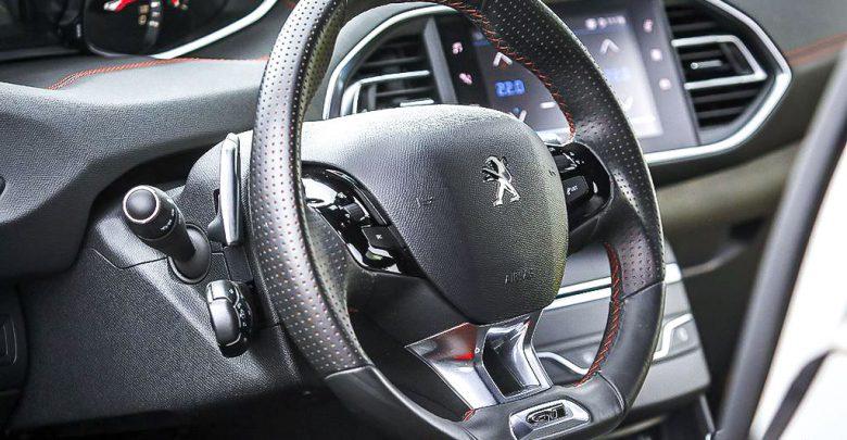 Peugeot 308 GT BlueHDi volante