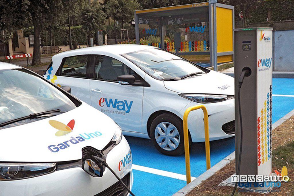 Renault Zoe E-way in ricarica alla colonnina di Desenzano