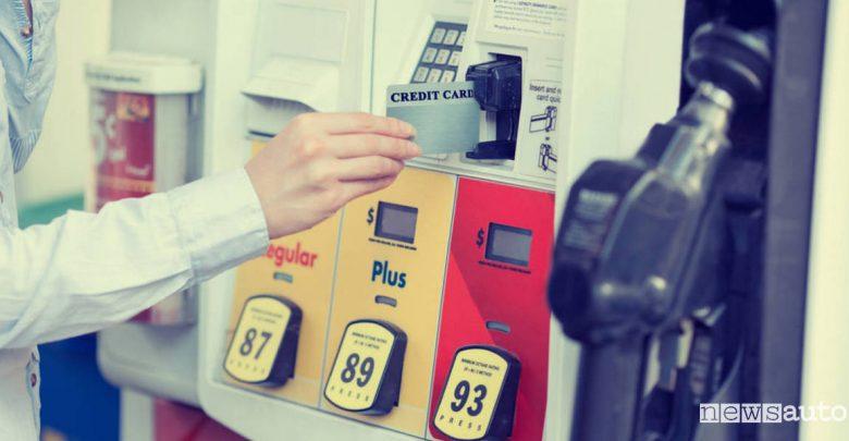 come fare benzina con bancomat