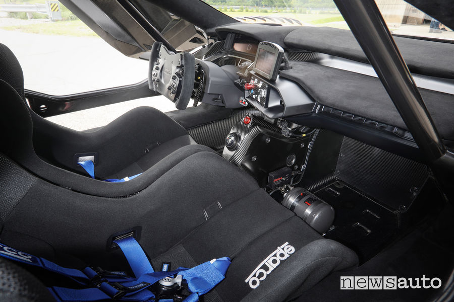 Ford GT Mk II abitacolo