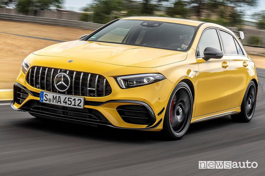 Mercedes-AMG A 45 S 4MATIC+ gialla vista di profilo in pista