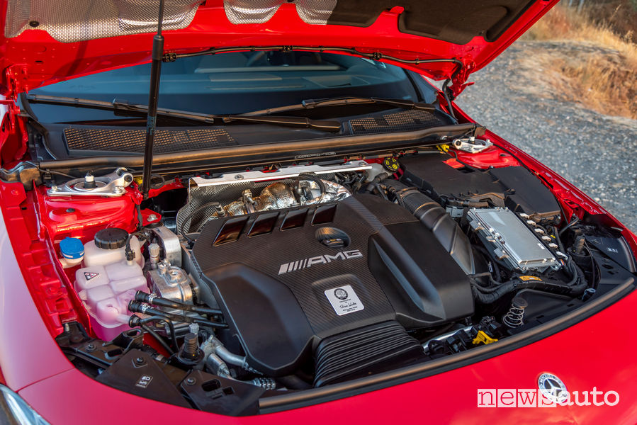 Mercedes-AMG CLA 45 S 4MATIC+ vano motore 2.0 litri 421 CV