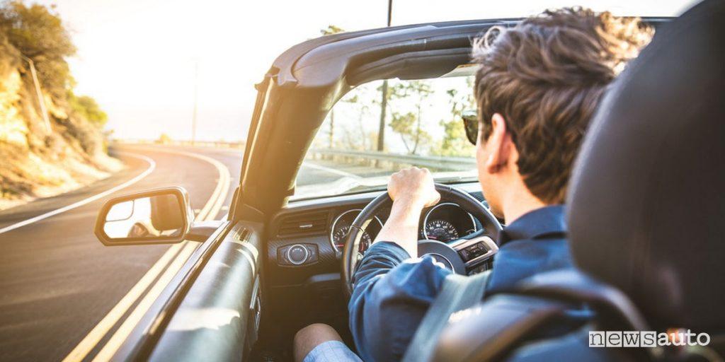 Anche per le auto cabrio il guidatore deve stare al sicuro con le coperture di una buona polizza assicurativa quando viaggia