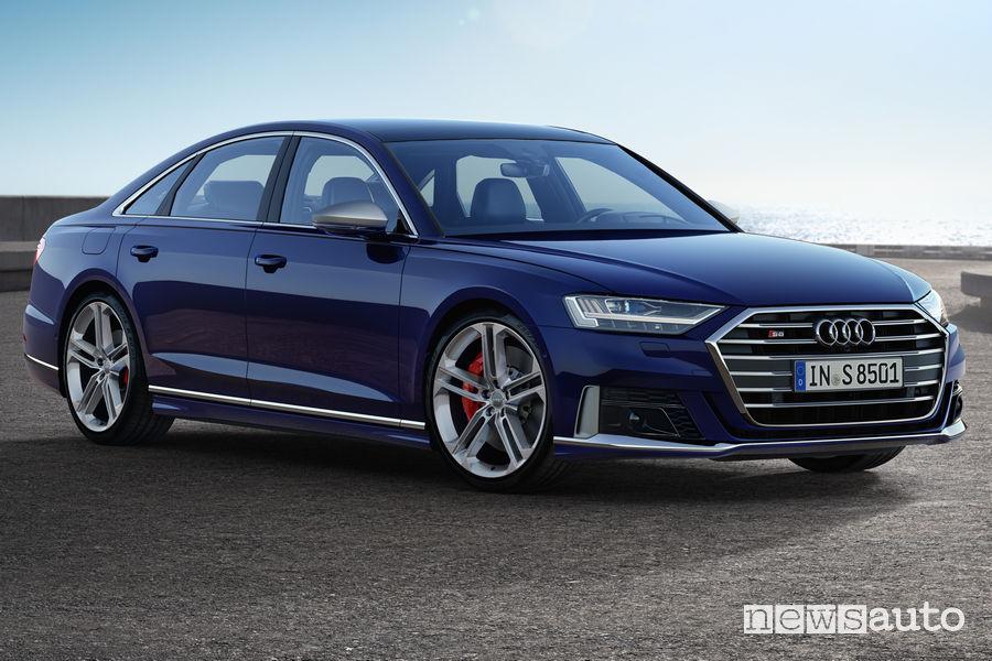 Nuova Audi S8 vista di profilo