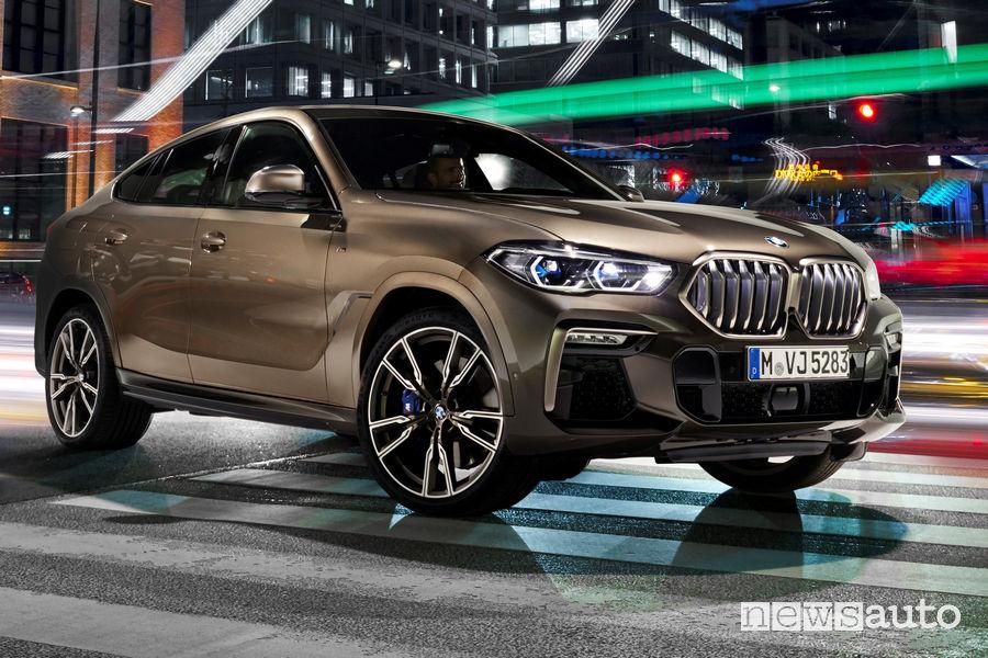 Nuova BMW X6 vista di profilo