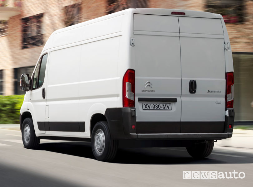 Nuovo Citroën Jumper 2019 vista posteriore