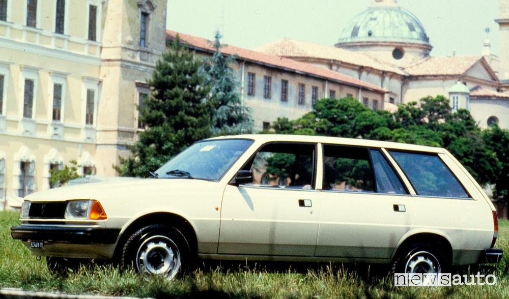 Peugeot 305 GLD Break 1980 vista laterale