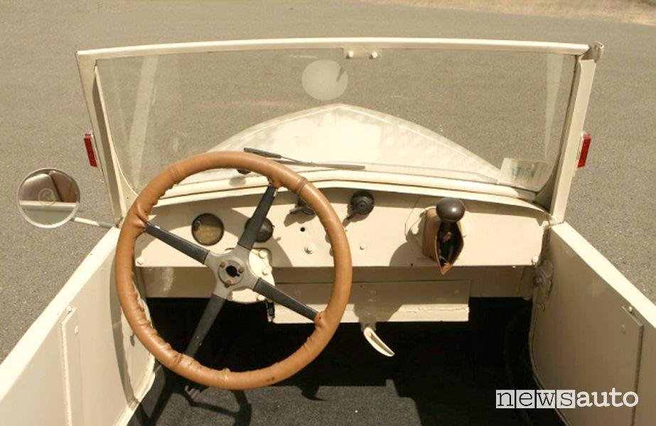 Peugeot VLV 1941 auto storica elettrica abitacolo