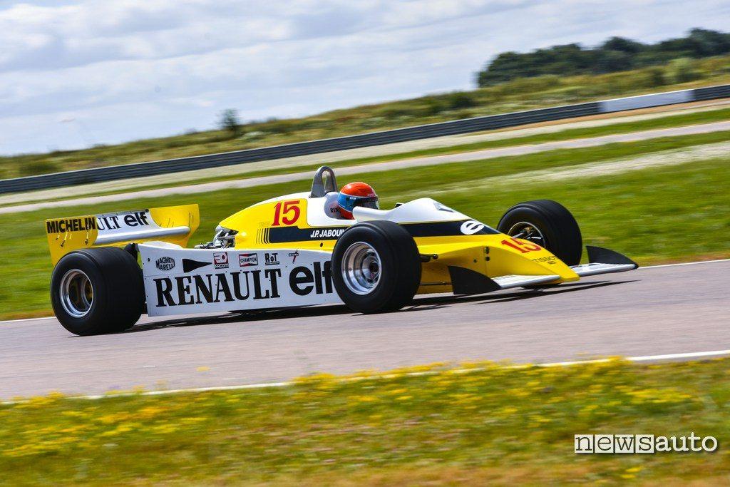 Renault F1 RS10 con Jabuille alla guida