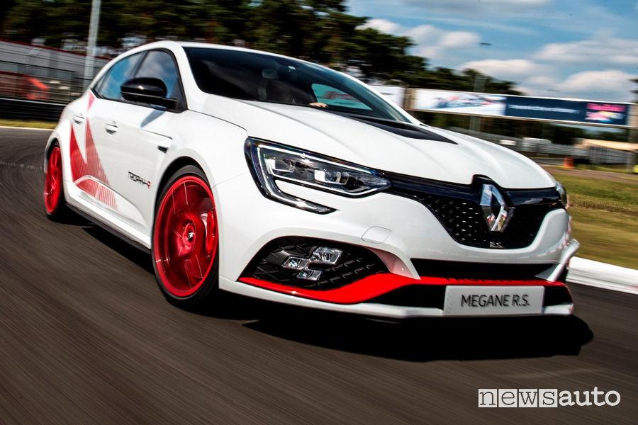 Paraurti anteriore e mascherina della Renault Megane RS Trophy-R con cerchi rossi